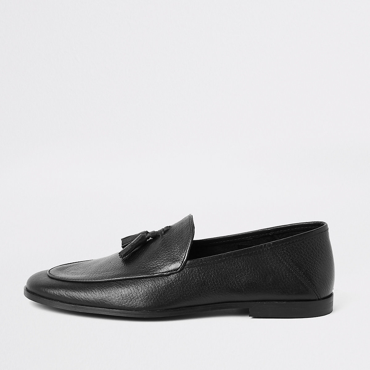 Black textured leather tassel loafer