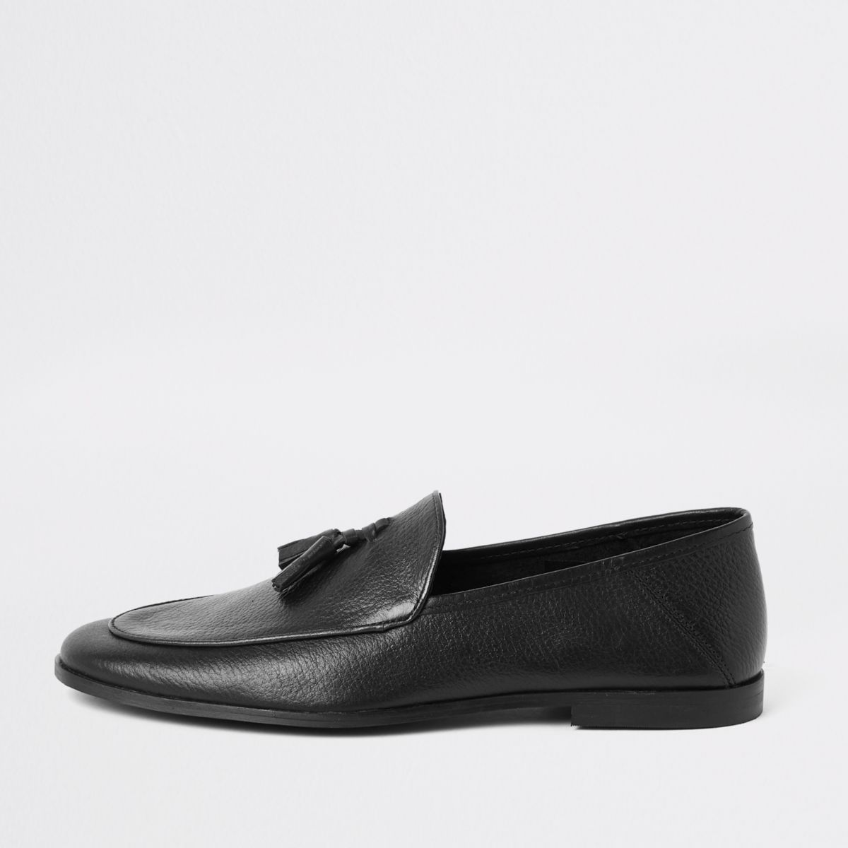 Black textured leather tassel loafer