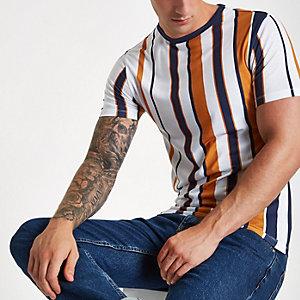 T-shirt ajusté blanc à rayures verticales