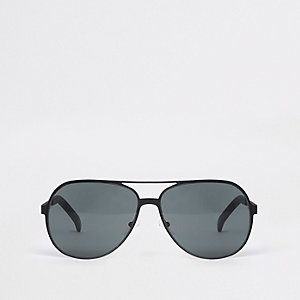 Black metal aviator sunglasses