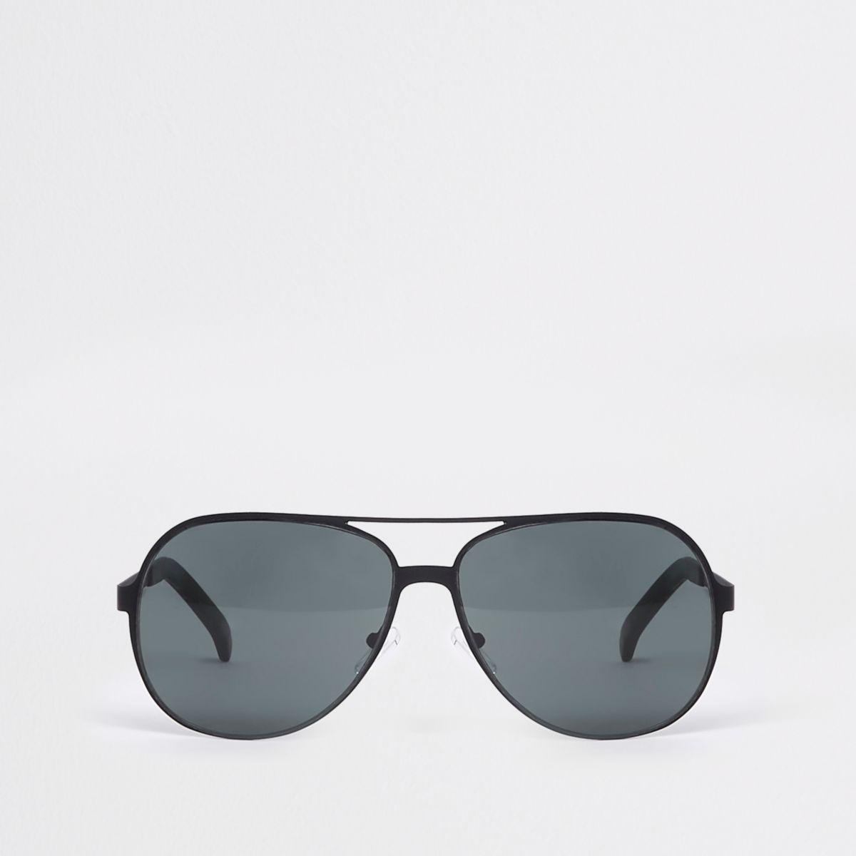 Black metal aviator sunglasses