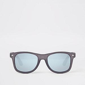 Zwarte retro zonnebril met vierkante glazen en rubberlaag