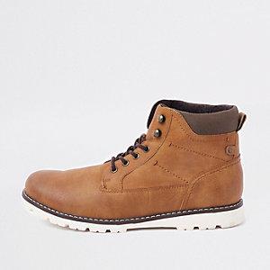 Bottes de randonnée marron à lacets