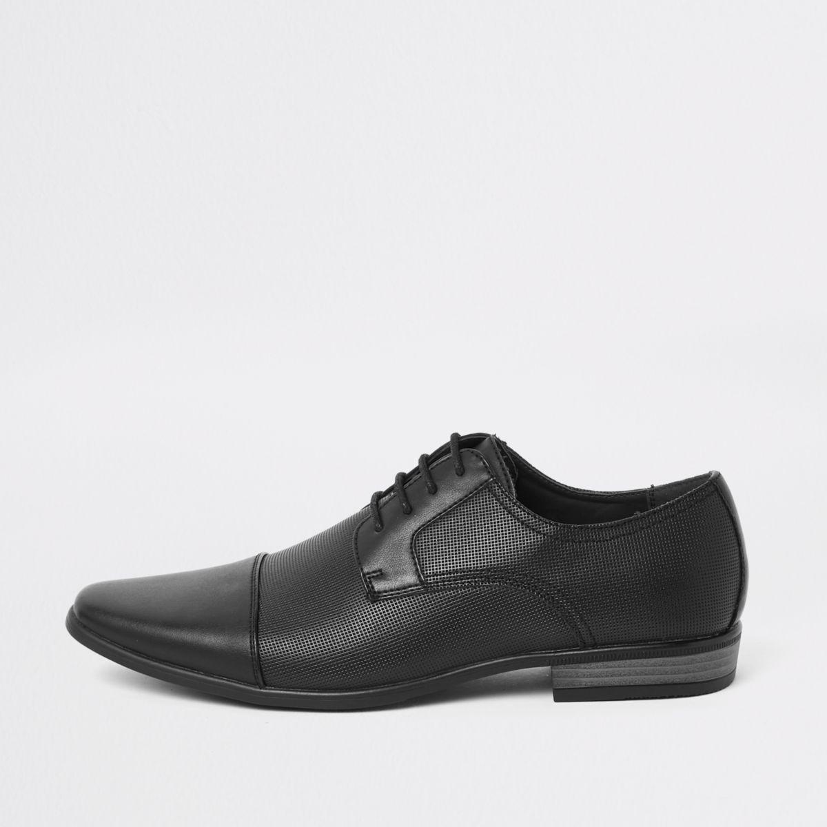 Schwarze Schnürschuhe mit Prägung
