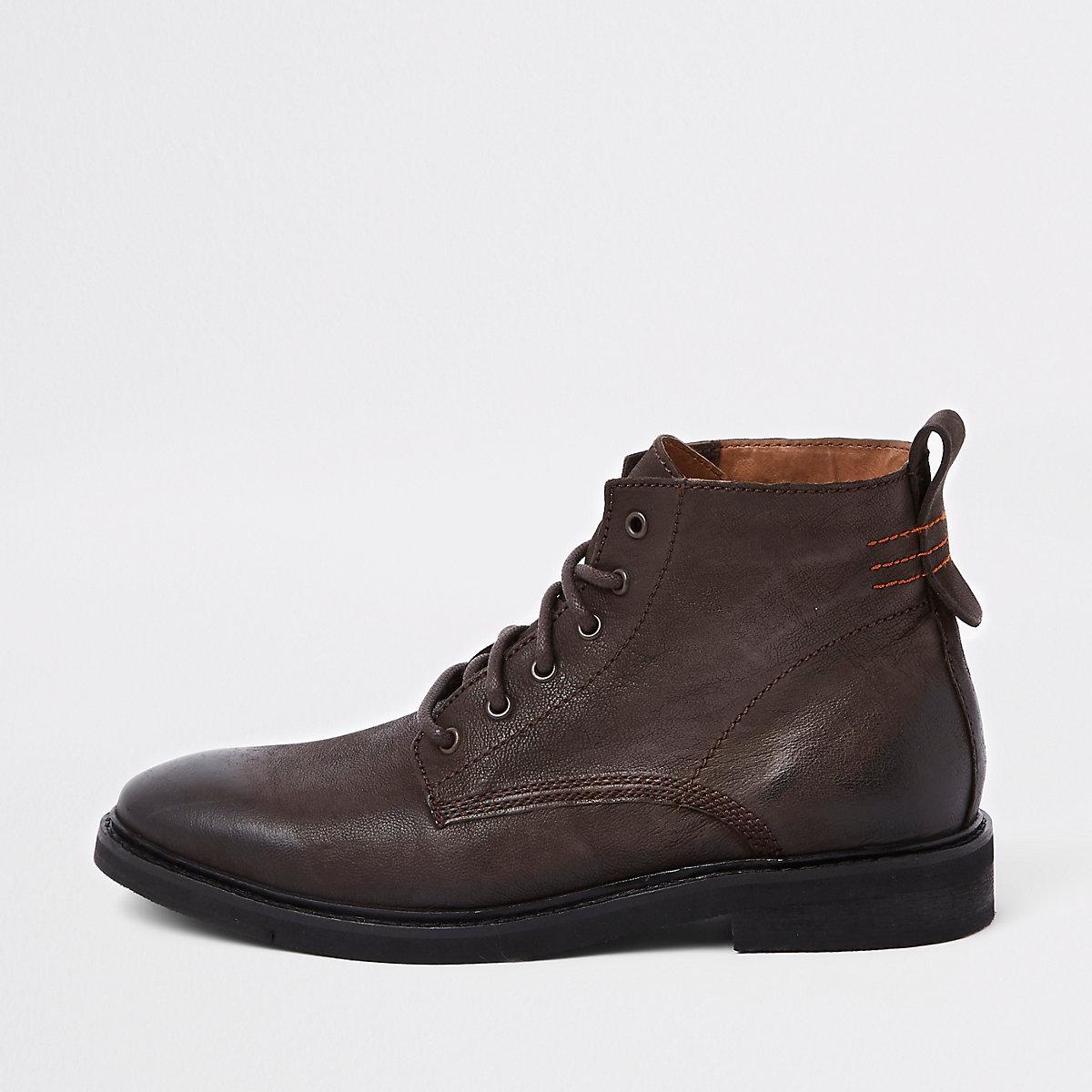 b69090274ddd Bottes à lacets en cuir marron foncé - Bottes - Chaussures   Bottes ...