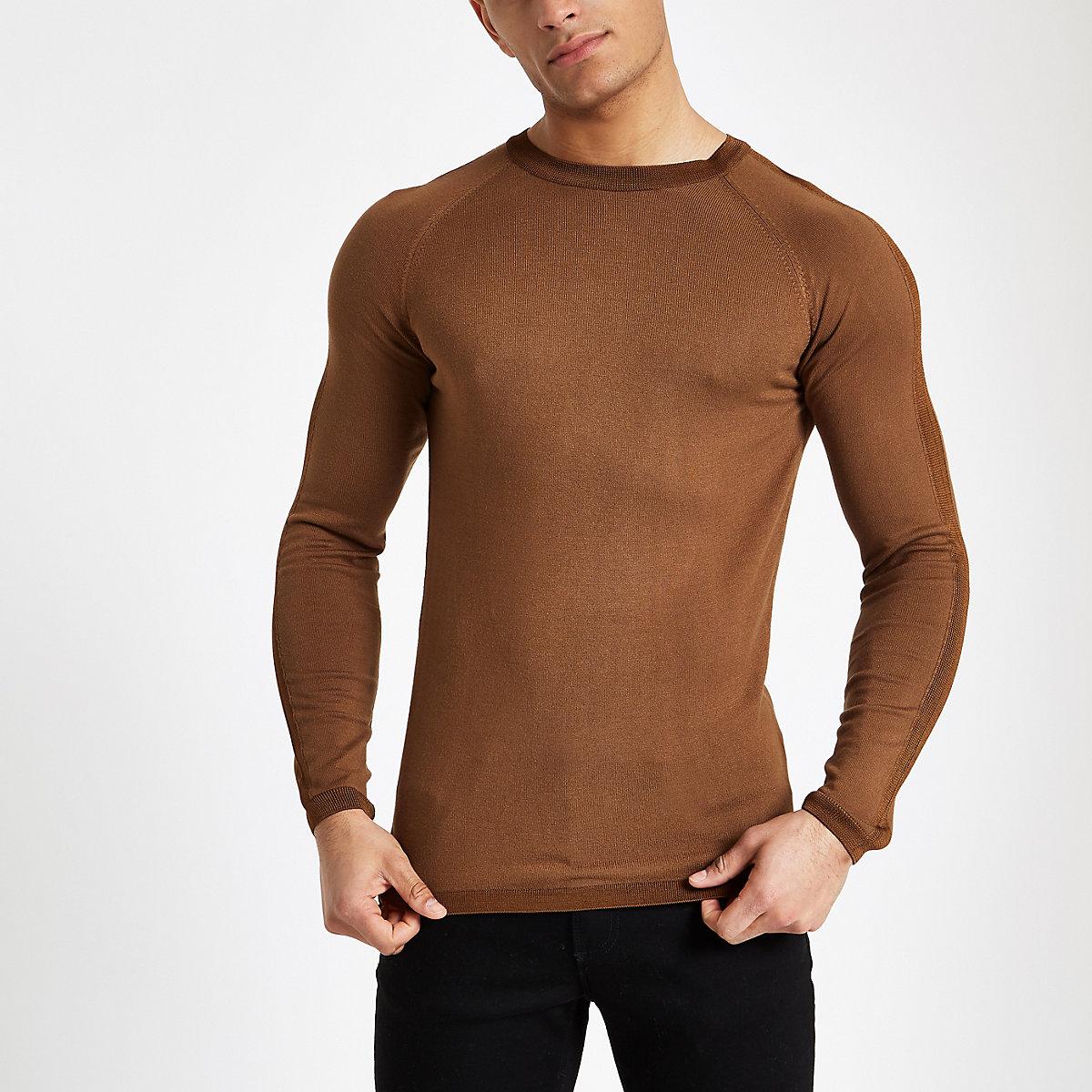 Haut ajustéà manches longues et col ras-du-cou marron