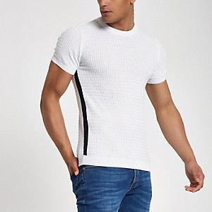 Wit gemêleerd aansluitend T-shirt met kabel en tape