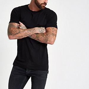 Langes, schwarzes T-Shirt mit Rundhalsausschnitt