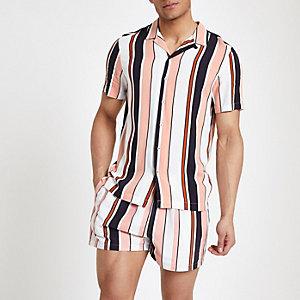 Zalmroze gestreept overhemd met korte mouwen en reverskraag