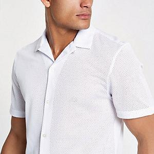 Chemise en maille blanche avec col à revers