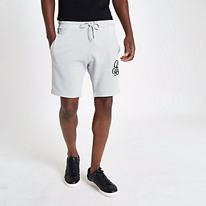 Graue, bestickte Slim Fit Shorts