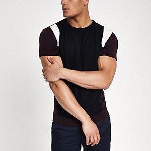 Donkerrood gebreid slim-fit T-shirt met vlakken