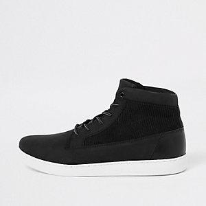 Schwarze Sneaker mit Cord-Einsatz