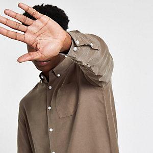 Braunes, langärmeliges Hemd mit Knopfverschluss