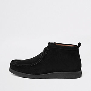 Schwarze Wildleder-Stiefel zum Schnüren