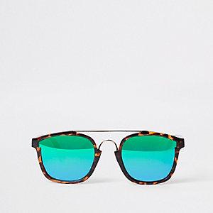 Bruine zonnebril met schildpadmotief en revo glazen
