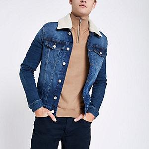 Veste en denim ajustée bleue avec col imitation peau de mouton