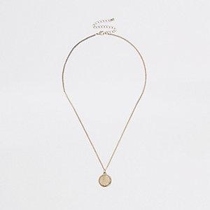 Goldfarbene, strukturierte Halskette