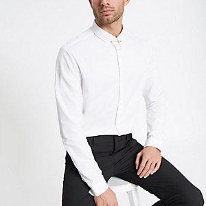 Wit jacquard slim-fit overhemd met ketting bij de kraag