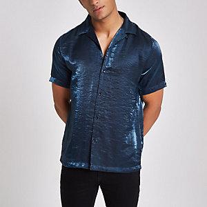 Chemise bleue métallisée à manches courtes et col à revers