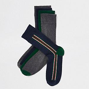 Mehrfarbige Socken mit vertikalen Streifen im Set