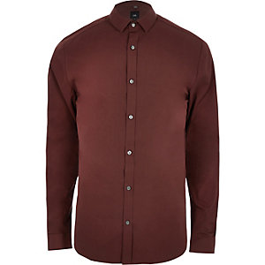 Rostbraunes, langärmeliges Hemd