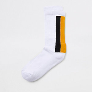 Weiße Socken mit Streifen