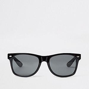 Retro zonnebril met zwarte glazen