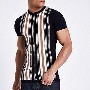 Marineblauw T-shirt met verticale strepen