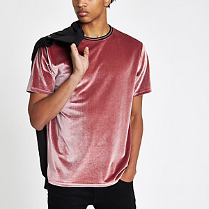Roze velours T-shirt met contrasterend randje en ronde hals