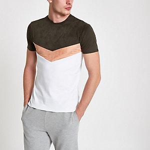 Donkergroen aansluitend T-shirt met zigzagprint