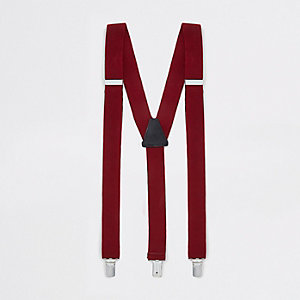 Red textured belt braces