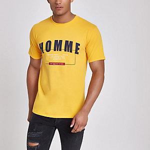 Geel T-shirt met 'Homme'-print en korte mouwen