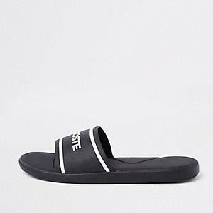 Lacoste – Schwarze Slider mit Steppdesign