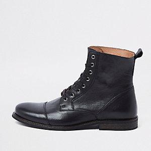 Bottes en cuir noir à lacets