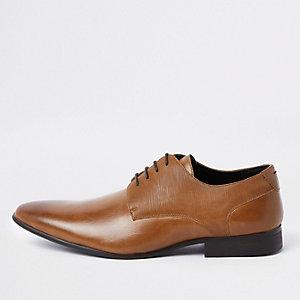 Chaussures Derby marron lacées à ligne en relief