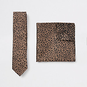 Ecru satin tie and leopard handkerchief set