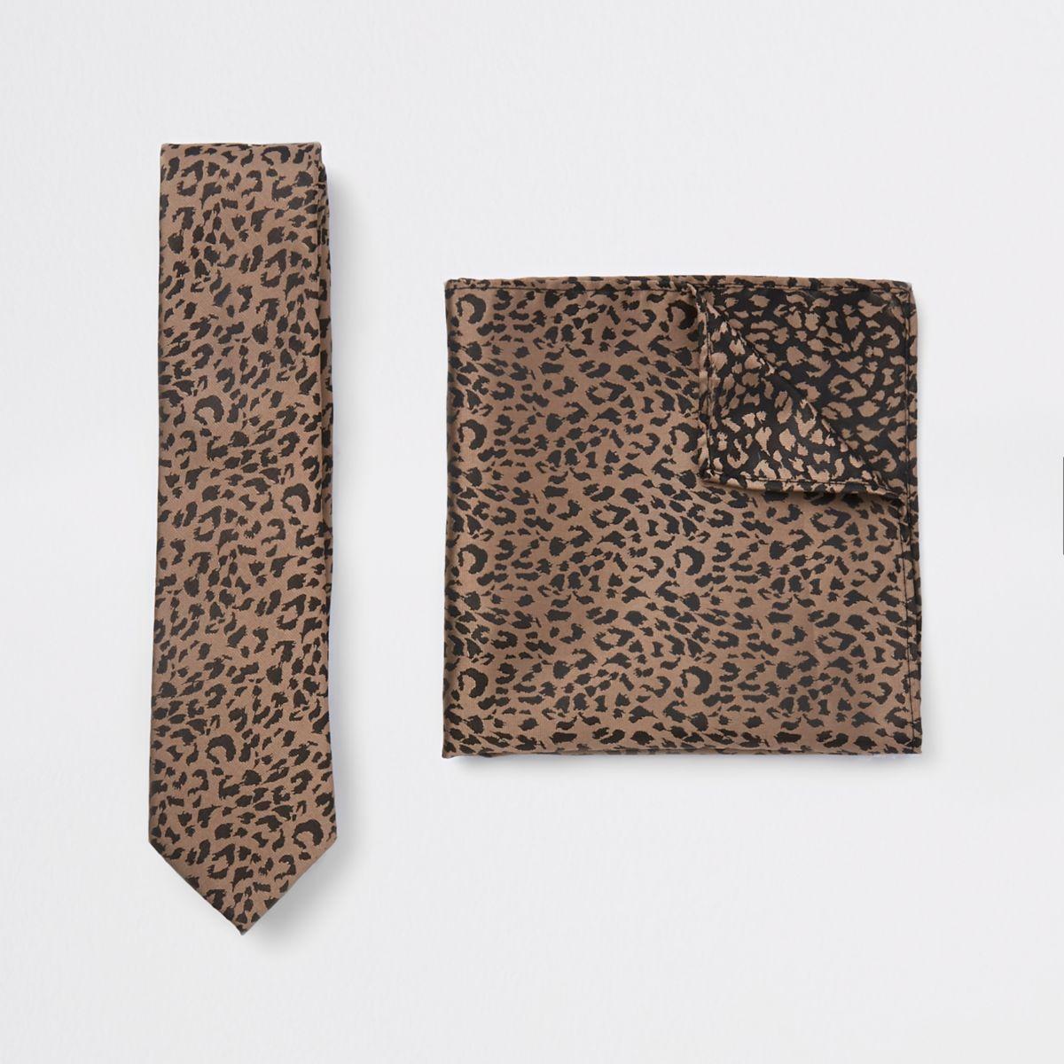 Ecru satin tie and leopard handkerchief set
