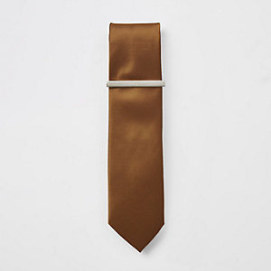 Cravate texturée marron avec épingle