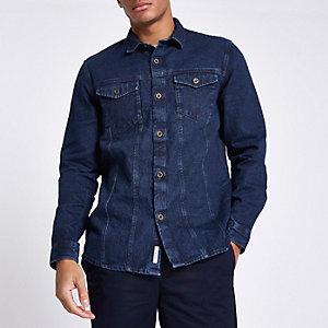 Blaues Jeanshemd mit Knöpfen