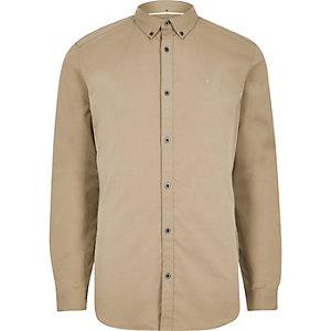 Chemise stretch fauve à manches longues et broderie guêpe
