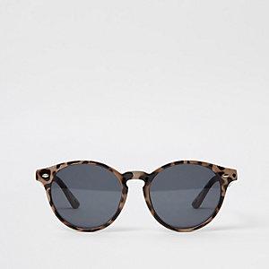 Bruine preppy ronde zonnebril met gevlekt montuur