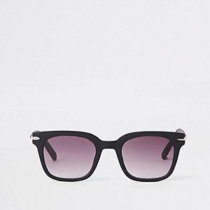 Zwarte smalle retro zonnebril met vierkant montuur en grijze glazen