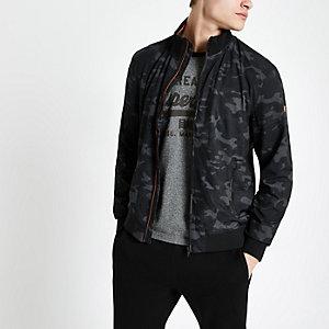 Superdry – Marineblaue Jacke mit Camouflage-Muster