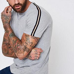 T-shirt gris chiné à manches courtes avec bandes latérales