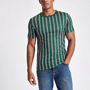 Dunkelgrünes, vertikal gestreiftes T-Shirt