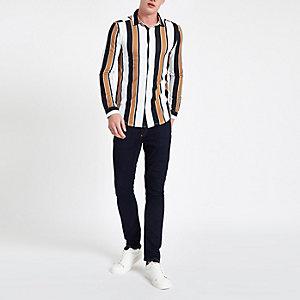 Weißes, gestreiftes Button-Down-Hemd