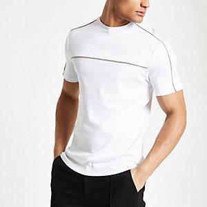 T-shirt blanc à bordure à carreaux