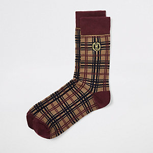 Braune, karierte Socken