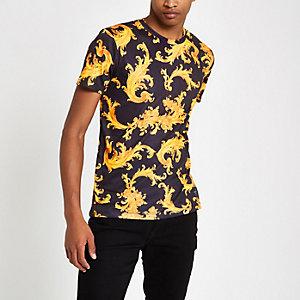 Criminal Damage - Zwart T-shirt met barokprint